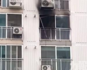 韓男寓所縱火後追斬鄰居釀18死傷