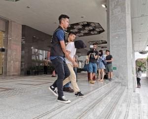 警拘46歲酒店男外僱
