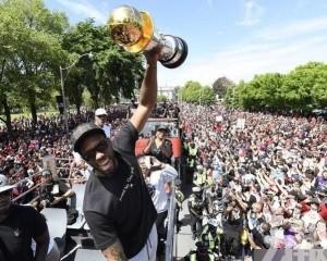 NBA新王速龍舉行勝利大巡遊