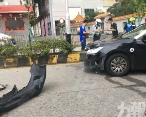 兩的士相撞三人受傷