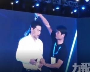 百度董事長李彥宏演講遭「突襲」