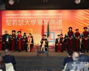 頒發370個學位及文憑