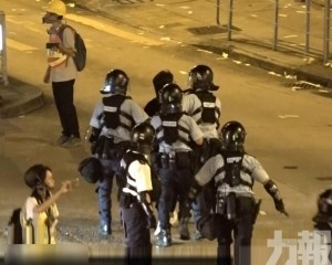 防暴警凌晨清場 至少5人被捕