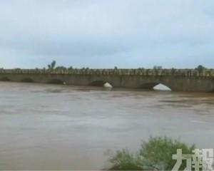 印度多地持續暴雨 至少132死