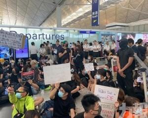香港機場再度暫停航班登記服務