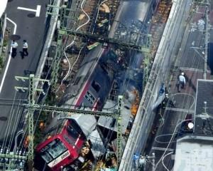 日京急線列車撞貨車出軌致逾30傷