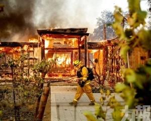 加州進入緊急狀態 18萬居民需撤離