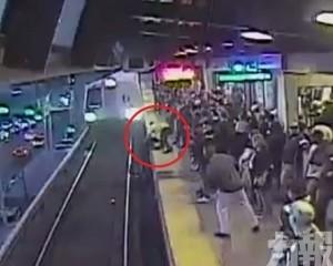 美加州地鐵職員勇救墮軌醉漢
