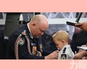 19個月大兒子咬奶嘴代領勳章
