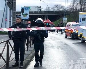 巴黎市郊男子持刀致1死2傷後被擊斃