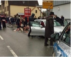 德國有汽車撞人群據報30傷
