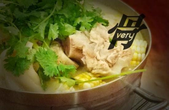 湯頭鮮味!澳門豬骨煲有嚼勁