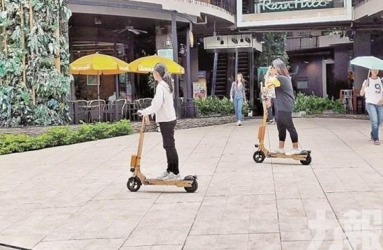 曼谷街頭新玩意!超過癮電動踏板車