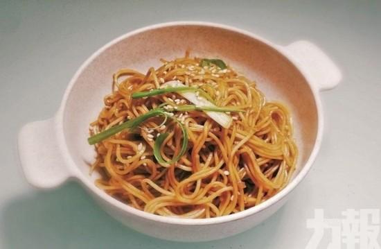 豉油王炒麵×薑蔥魚腩粥