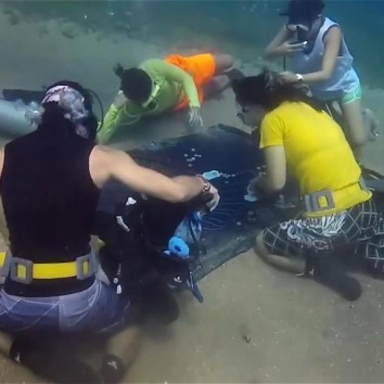 泰國驚現潛水賭啤牌