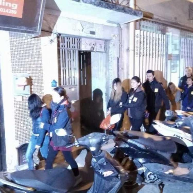 拘九名涉非法按摩女子