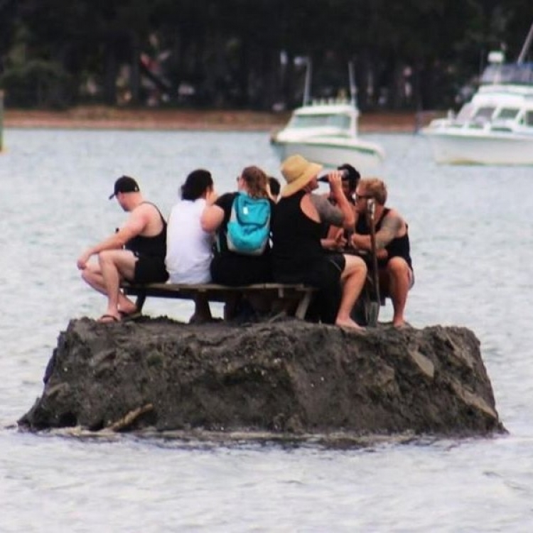 紐西蘭居民海中建人工島暢飲