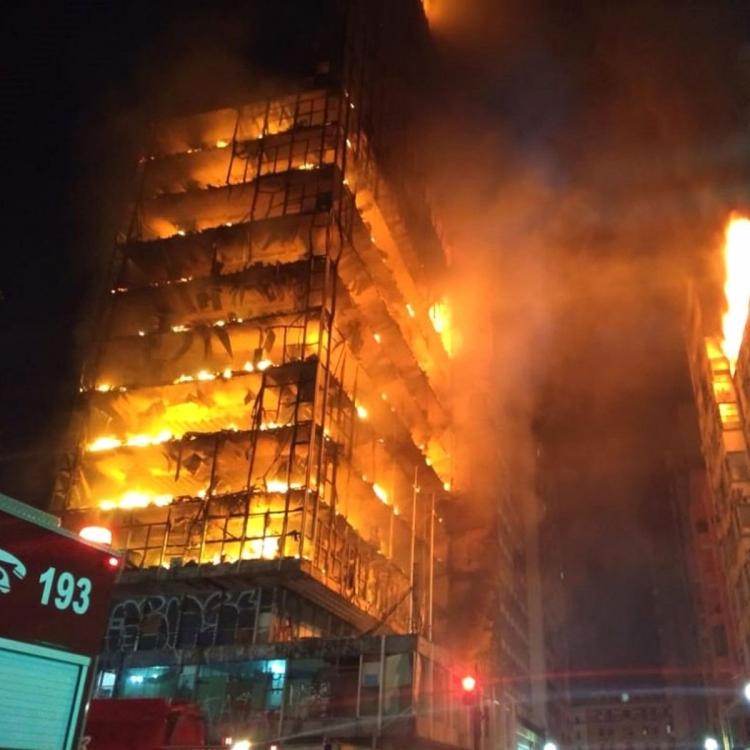 成幢樓燒到冧咗